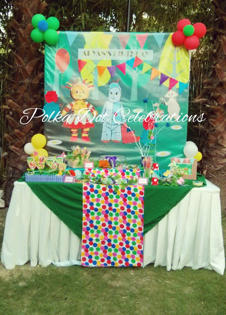In the night garden cake table